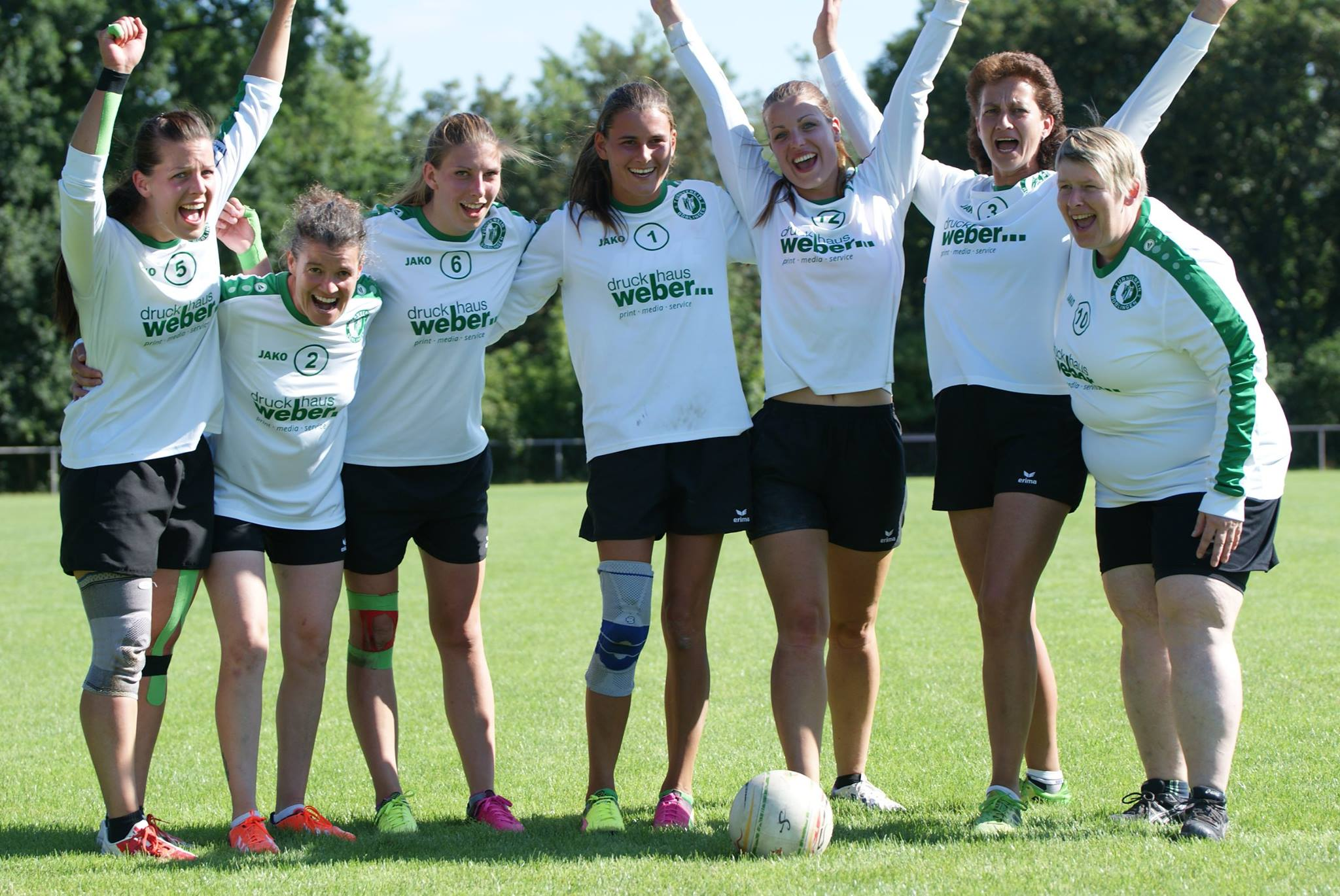 Faustball Frauen-Team jubelt